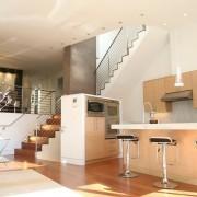 Кухня-студия в двухэтажном доме