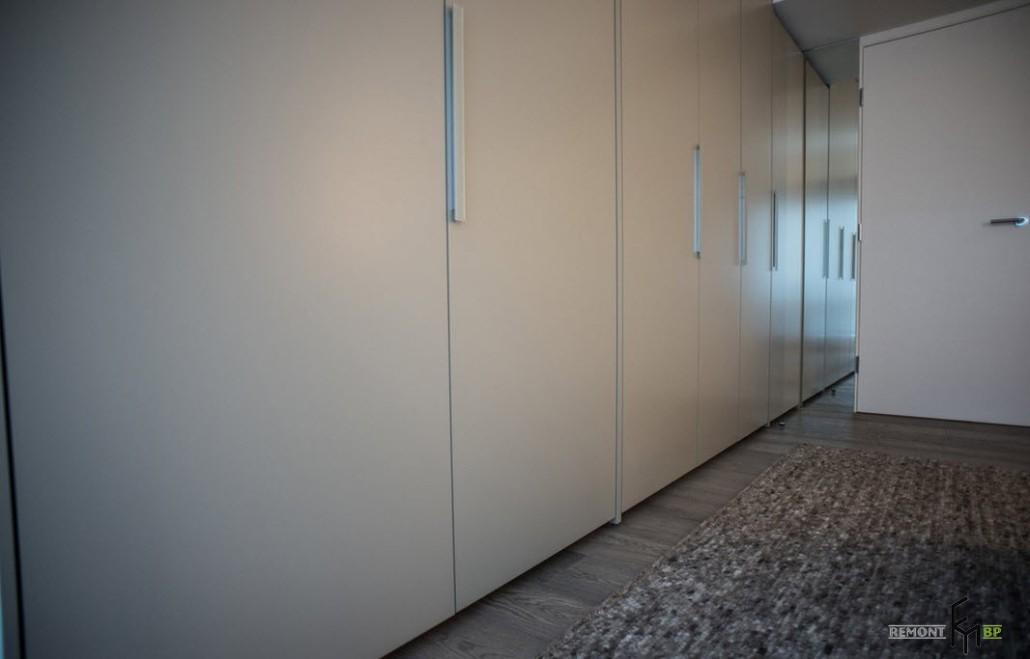 Длинный шкаф