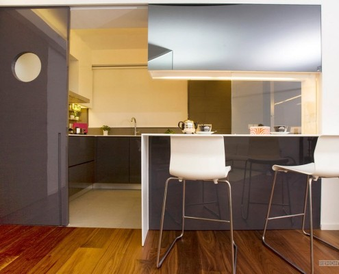 Комбинация темного и светлого напольного покрытия в одном помещении