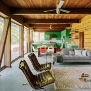 Деревянный потолок в интерьере Кантри