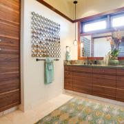 Цветной половик в ванной