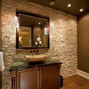 Бежевый искусственный камень в ванной