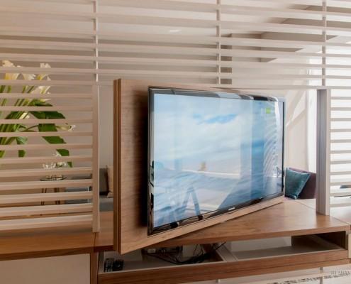 Телевизор на панели