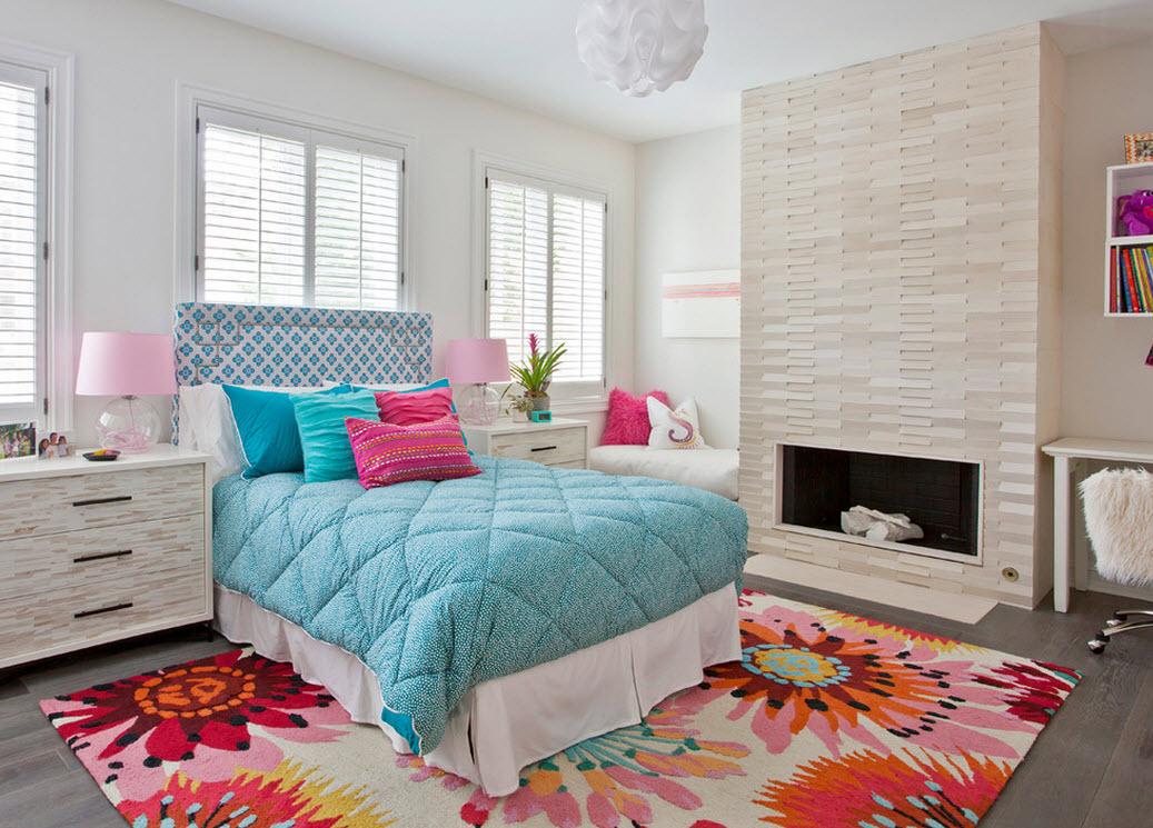 Яркий прикроватный коврик