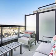 Балкон с мягкой мебелью