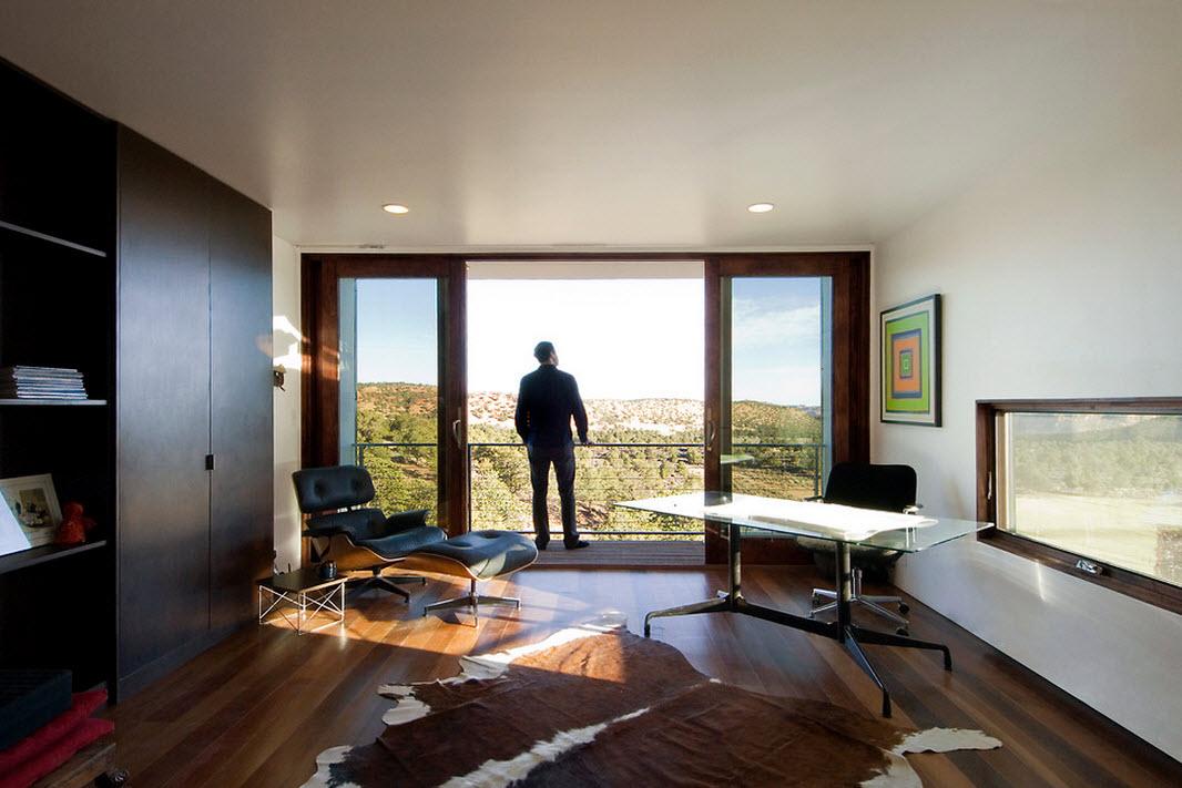 Большое панорамное окно в интерьере стиля модерн