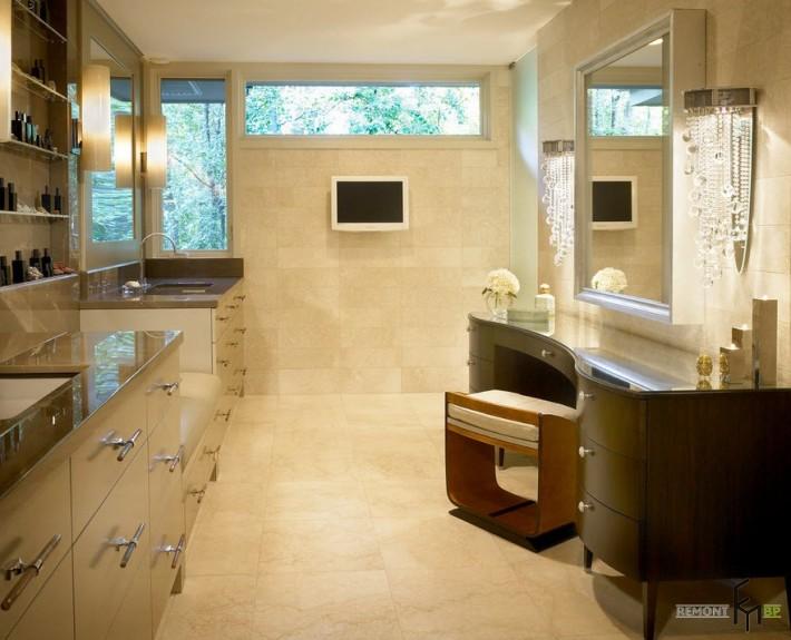 Телевизор на стене в ванной с туалетным столиком