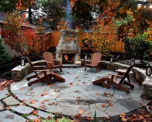 Патио с камином