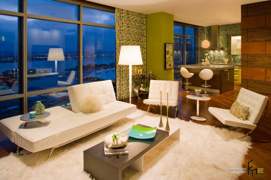Уютная гостиная с зелеными шторами