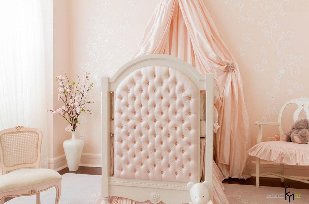 Детская комната в нежно-розовых тонах