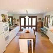 Кухонная мебель в коридоре