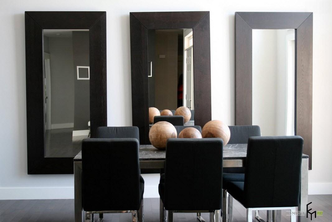 Три зеркала в комнате