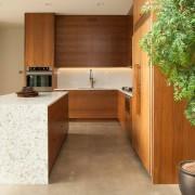 Кухня в натуральных тонах