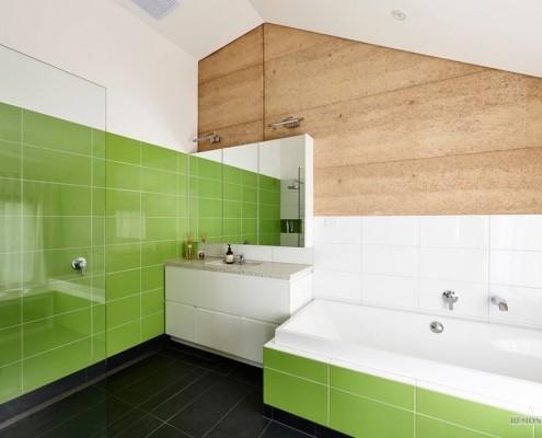 Салатная плитка в ванной комнате