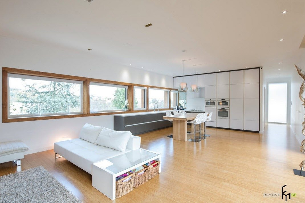Светлая и просторная гостиная