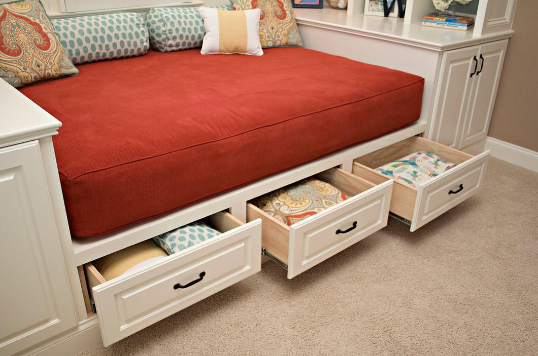 Три ящика в кровати