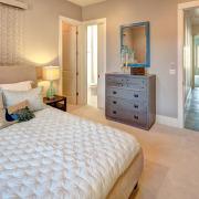 серый комод в спальне