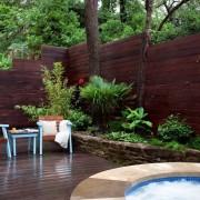 Разноуровневый деревянный забор