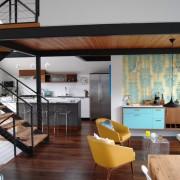 Кухня-студия в нижнем ярусе дома