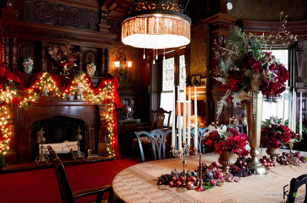 Красные новогодние композиции на столе