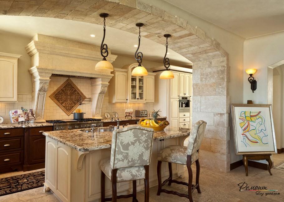 кухня с каменной облизовкой