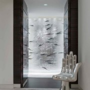 Кресло рука в коридоре
