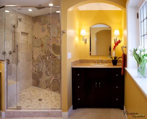 Красивая подсветка у зеркала в ванной комнате