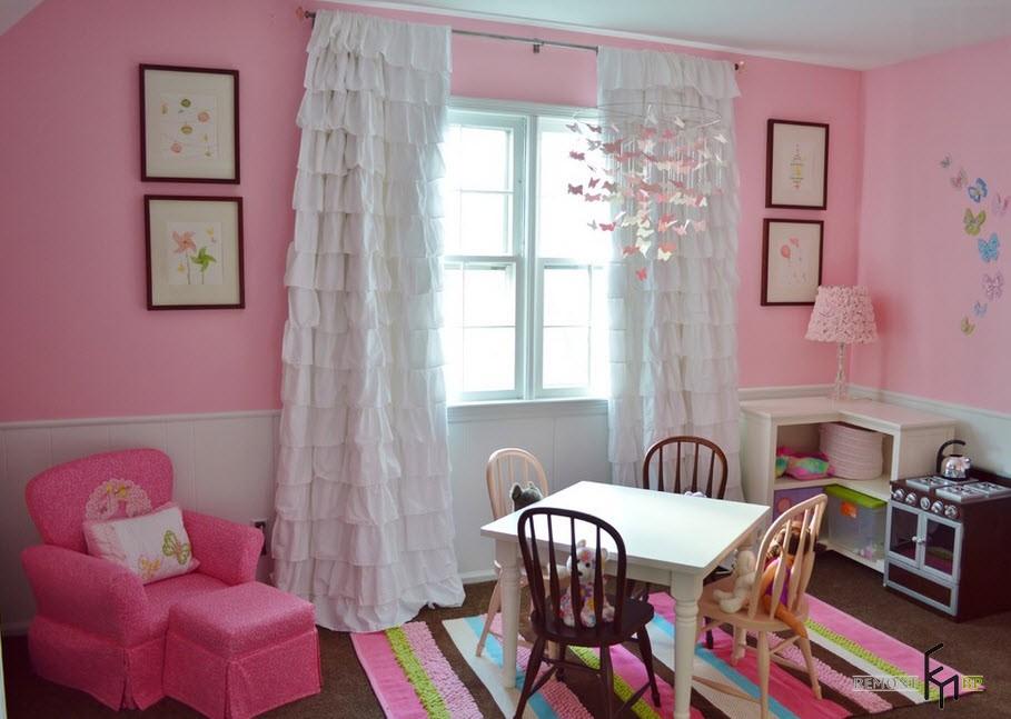 Детская комната для девочки с чудесными нежными белыми шторами