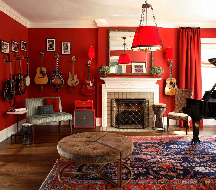 Гитары на красной стене
