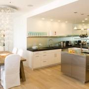 Множество осветительных приборов для кухни