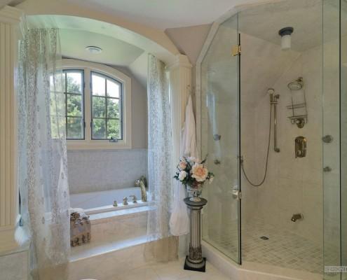 Ванная комната с арками