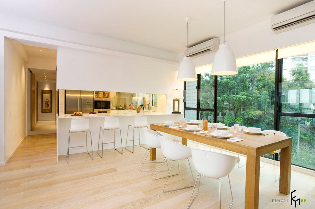 Сервированный стол на кухне