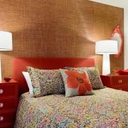 Оформение стены у изголовья кровати