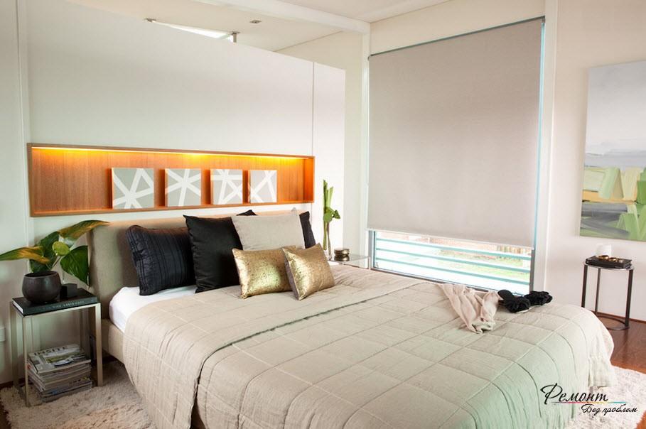 Светлые стены и потолок в спальне