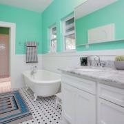 Голубые тона в ванной комнате на коврике