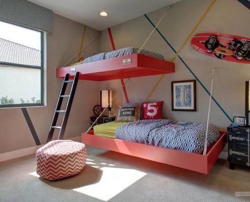 Черная лестница к подвесной кровати в детской