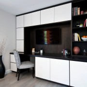 Черно-белый интерьер комнаты