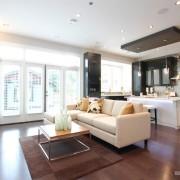 Панорамные окна в кухне-студии