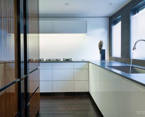 Контраст в кухонной мебели