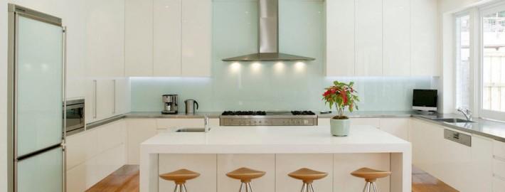 Любая фантазия на кухонном фартуке из стекла