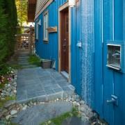 Синие стены дома