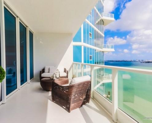 Современные большие балконы и лоджии: 30 фотопримеров обустройства большого балкона