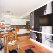 Шикарная люстра на кухне