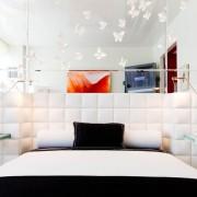 Прикроватные светильники для контрастной спальни