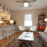 Кухня-студия с белой мебелью