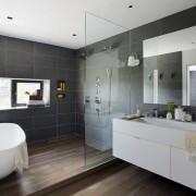 Зонирование с помощью стекла в ванной