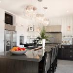 Люстра на кухне – центральный источник света в интерьере