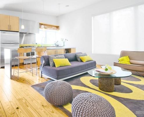 Яркие цвета в кухне-студии
