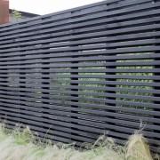 Забор из темных планок