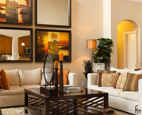 Оранжевый светильник в гостиной